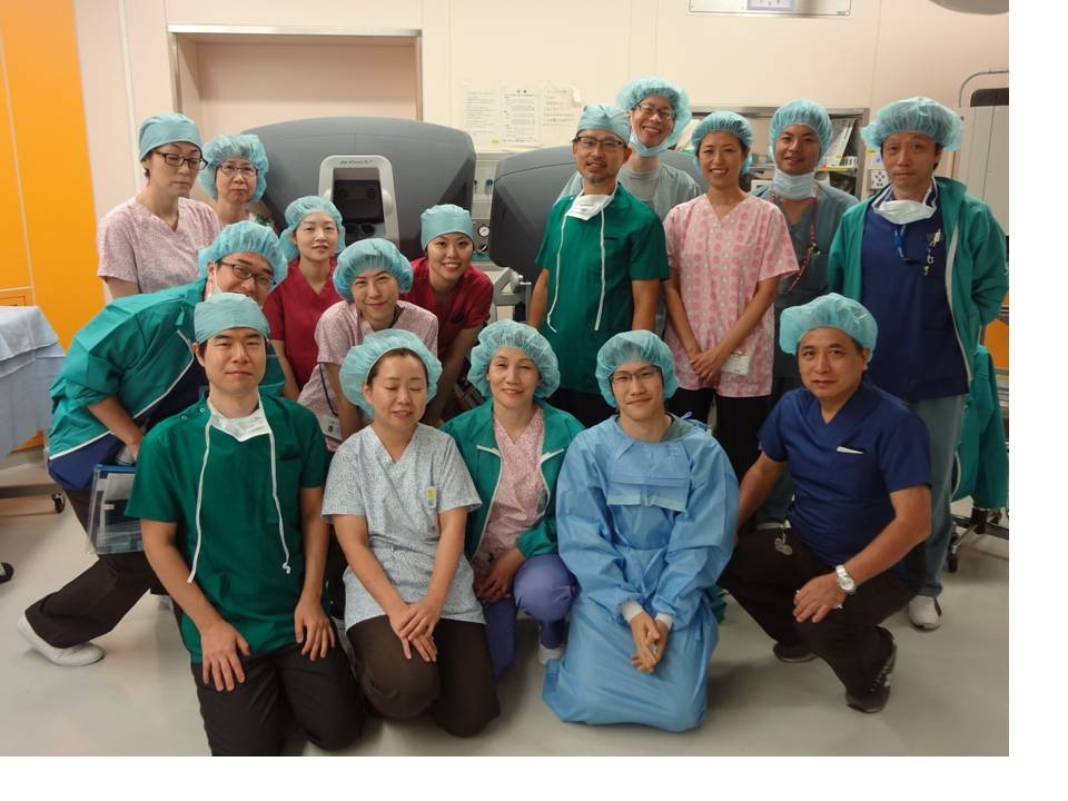 泌尿器科医、麻酔科医、看護師、臨床工学士によるダヴィンチチーム